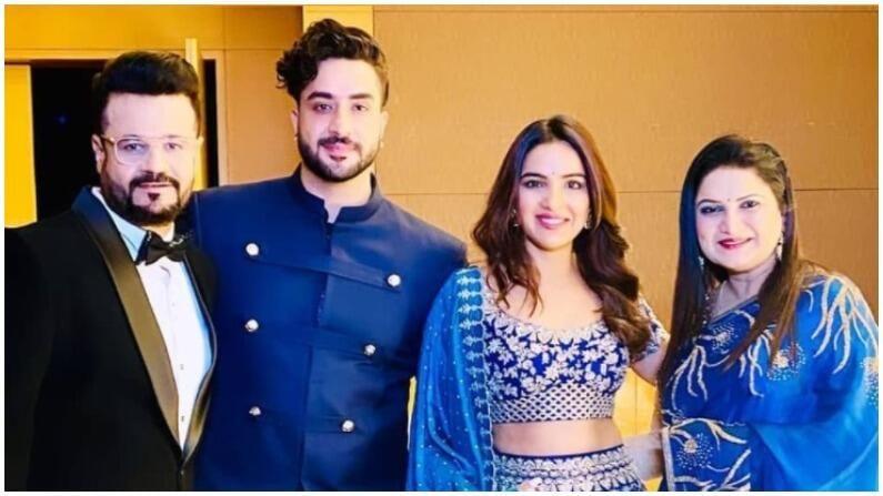 राहुल वैद्यचा मित्र अली गोनी गर्लफ्रेंड जस्मीन भसीनसोबत पार्टीत आला होता. अली आणि जस्मीन एकत्र खूप सुंदर दिसत होते.