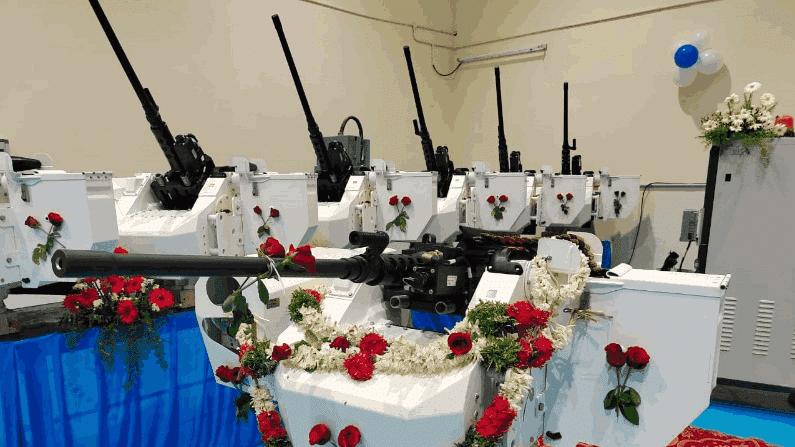 तामिळनाडुच्या तिरुचिरापल्ली ऑर्डनन्स फॅक्ट्ररीने 12.7mm च्या 25 मशीनगन सुरक्षा दलांकडे सुपुर्त केल्यात. या 25 मशीनगन्सपैकी 15 भारतीय नौदलाला आणि इतर मशीनगन्स भारतीय तटरक्षक दलाला देण्यात आल्यात. या मशीनगन्सची निर्मिती इस्राईलकडून प्रौद्योगिकी हस्तांतरणानंतर झालीय. खास समुद्रात वापरण्यासाठी बनवण्यात आलेल्या या मशिनगन्स दूरवरुनही नियंत्रित आणि संचालित केल्या जाऊ शकतात.