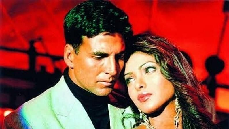 अक्षय कुमार : मात्र निक जोनसशी लग्न करण्यापूर्वी तिचे काही संबंध होते. ज्यामुळे ती बर्याचदा चर्चेतही होती. प्रियंका चोप्राचा 'ऐतराज' हा चित्रपट 2004 मध्ये प्रदर्शित झाला होता. या चित्रपटात तिने नकारात्मक भूमिका साकारली होती. या चित्रपटात प्रियंकानं सुंदर काम केलं ज्यामुळे ती ए रात्रीत लोकांच्या नजरेत आली. या चित्रपटात अभिनेत्री अक्षय कुमारसोबत मुख्य भूमिकेत दिसली होती. सोबतच या चित्रपटात करीना कपूर खान देखील होती. मात्र प्रियंकाचं नाव अक्षय कुमारशी जोडलं जाऊ लागलं. सोबतच या चित्रपटानंतर प्रियंका चोप्रा अक्षय कुमारसोबत अनेक चित्रपटांमध्ये दिसली. ज्यामध्ये अंदाज, वक्त सारख्या सिनेमांचा समावेश होता. मात्र जेव्हा दोघांबद्दल बातम्या समोर आल्या तेव्हा अक्षय कुमारची पत्नी ट्विंकल खन्ना मधे आली होती. चित्रपटाच्या शूटिंगदरम्यान ट्विंकल आणि प्रियंका चोप्रा यांच्यात जोरदार वाद झाला तेव्हा ट्विंकल खन्नानं सेटवर कॉल केला होता. यानंतर त्यांचे संबंध तुटले. दरम्यान, ही जोडी सलमान खानसोबत मुझसे शादी करोगीमध्ये दिसली.