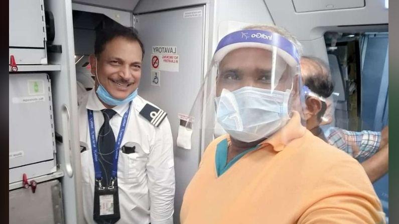 हे विमान दिल्ली विमानतळावर उतरल्यानंतर राजीव प्रताप रुडी यांच्यासोबत फोटो काढण्यासाठी प्रवाशांनी एकच गर्दी केली होती.