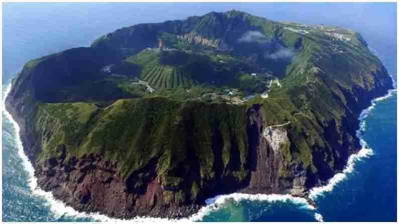 हे फिलिपिन्समधील लुझोन बेट आहे, ज्याला 'ज्वालामुखी बेट' असेही म्हणतात. येथे 'ताल व्हॉल्कोनो' नावाचा एक धोकादायक आणि सक्रिय ज्वालामुखी आहे. याच्या क्रेटरमध्ये एक ज्वालामुखी तलाव आहे ज्याला ताल तलाव म्हणतात. हे पाहण्यासाठी जगभरातून लोक येतात. तथापि येथे जाणे धोकादायक आहे, कारण येथे केव्हाही ज्वालामुखीचा स्फोट होतो.