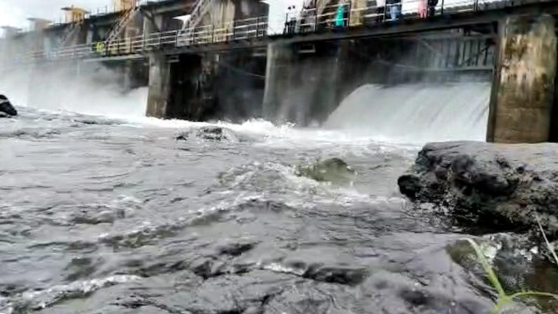 Dam water level increaes due to heavy rain in Pune