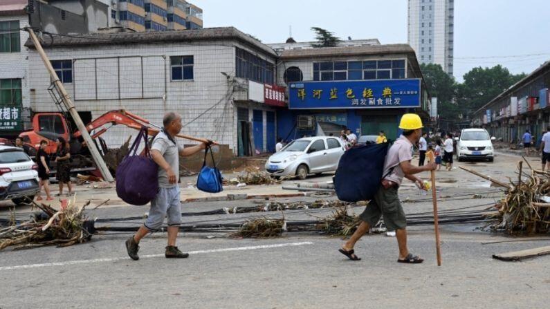चीनमध्ये पुराच्या स्थितीत रुग्णालयात दाखल 1,075 रुग्णांपैकी 69 रुग्णांची तब्येत गंभीर आहे. पावसाने 2,15,200 हेक्टरपेक्षा अधिक भागातील पिकांचं नुकसान झालंय.