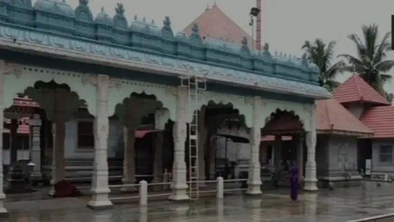 कर्नाटकातील मंगळूरू येथे गांधीजींचे एक खास मंदिर आहे, ज्यामध्ये दररोज त्यांची पूजा केली जाते. महात्मा गांधींचे हे मंदिर मंगळूरूच्या श्री ब्रह्मा बैदरकला क्षेत्र गरोडी येथे बांधले गेले आहे.