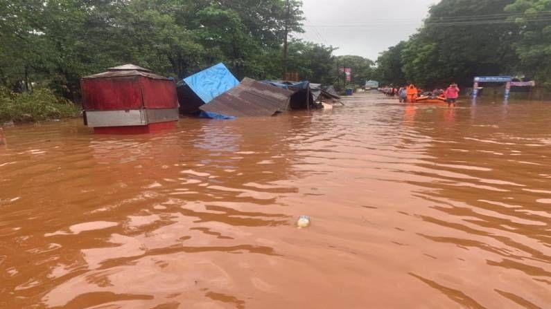 रायगडच्या तळीये गावात सर्वाधिक 40 मृत्यू झाले आहेत. याठिकाणी दरड कोसळल्यानं ही दुर्घटना घडली आहे. 35 घरांवर ही दरड कोसळली होती.
