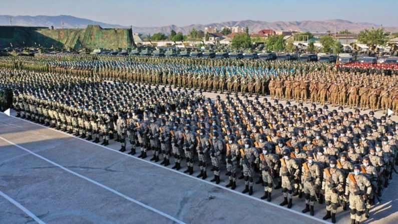 रशिया उज्बेकिस्तान आणि तजाकिस्तानसोबत मिळून अफगाण सीमेवर सैन्य अभ्यास करण्याच्या तयारीत आहे. तजाकिस्तानने यापूर्वीच एकदा येथे सराव केला. त्यांच्या राष्ट्रपतींनी तर सैन्याला सतर्क राहण्याचा इशारा दिला आहे.