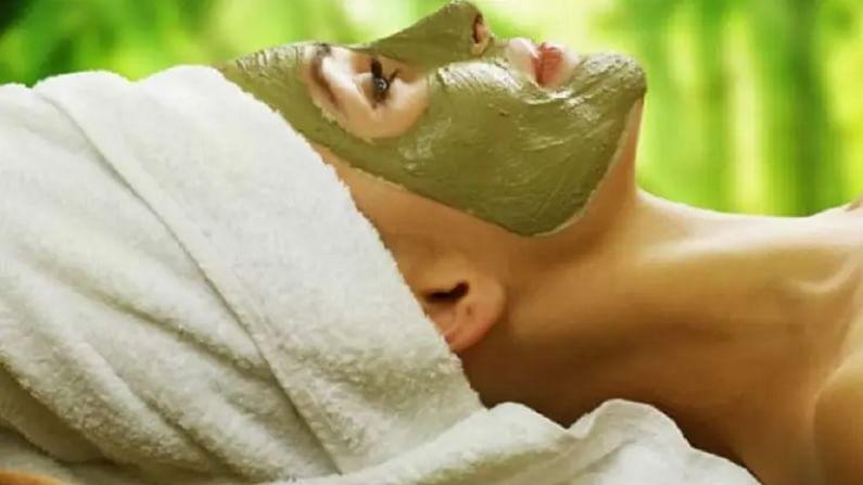 12 कडुलिंबाची पाने घ्या आणि पेस्ट तयार करा. जर आपल्या त्वचेवर मुरुमांचा त्रास असेल तर त्यात मध आणि चिमूटभर दालचिनी घाला. हा पॅक आपल्या चेहऱ्यावर वीस मिनिटे ठेवा आणि त्यानंतर आपला चेहरा थंड पाण्याने धुवा.
