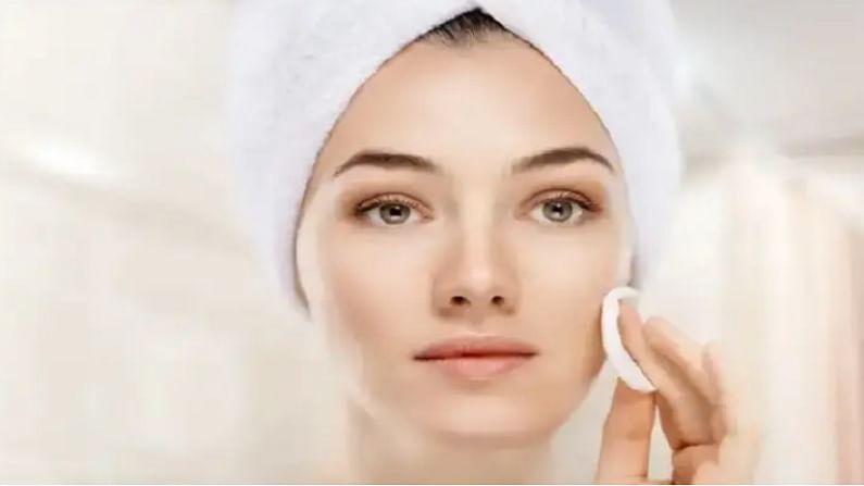 कडुलिंबाच्या पानांची बारीक पेस्ट तयार करा. त्यानंतर ही पेस्ट पिंपल्स आलेल्या जागी लावा. साधारण वीस मिनिटे ही पेस्ट आपल्या चेहऱ्यावर राहूद्या. त्यानंतर थंड पाण्याने चेहरा धुवा.