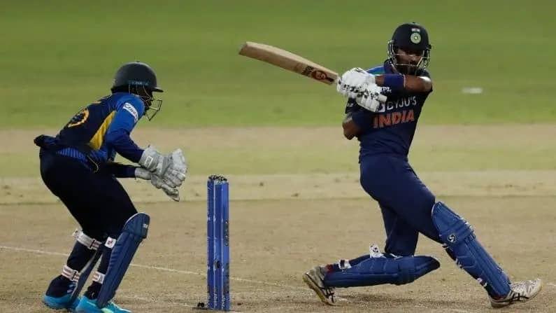 भारत-श्रीलंका मालिका तर सुरुवातीपासूनच कोरोनाच्या संकटाखाली आहे. एकदिवसीय मालिकेपूर्वी श्रीलंकन खेळाडूंना कोरोनाची बाधा झाल्यामुळे 13 जुलैला सुरु होणारे सामने 18 जुलैला सुरु करण्यात आले. त्यात आता कृणाल पंड्याला कोरोनाची बाधा झाल्याने टी-20 मालिकेतील मंगळवारचा सामनाही पुढे ढकलण्यात आला आहे.