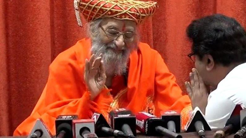 या कार्यक्रमाला मनसे अध्यक्ष राज ठाकरे (Raj thackeray) यांनी उपस्थिती लावली. राज ठाकरे यांनी सर्वप्रथम बाबासाहेब पुरंदरे यांना वाढदिवसाच्या शुभेच्छा देत त्यांचा सन्मान केला. तसंच त्यांच्या पायावर डोकं ठेऊन त्यांचा आशीर्वादही घेतला.