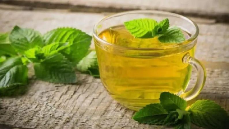 मुलेठी चहा सर्दी आणि खोकल्यासारख्या बर्याच रोगांवर उपचार म्हणून ओळखला जातो. याशिवाय तुमचे फुफ्फुस चांगले स्वच्छ करणे फायदेशीर आहे. मुलेठीच्या चहाचे नियमित सेवन केल्याने हृदयरोगाचा त्रास होण्याची शक्यता कमी होते.