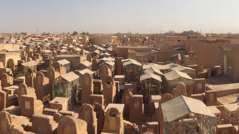 इराकच्या नजफ या ठिकाणी असलेल्या वादी-ए-सलाम दफनभूमीला शांततेचं खोरं असंही म्हटलं जातं. ही दफन भूमी शिया समुहाचं पवित्र शहर असलेल्या नजफमध्ये आहे.