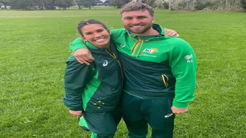 शार्लोट कॅसलिक ही ऑस्ट्रेलियाच्या  महिला  रग्बी संघातील खेळाडू आणि लुईस हॉलैंड हा पुरुष महिला संघाचा खेळाडू हे दोघेही रिलेशनमध्ये आहेत.