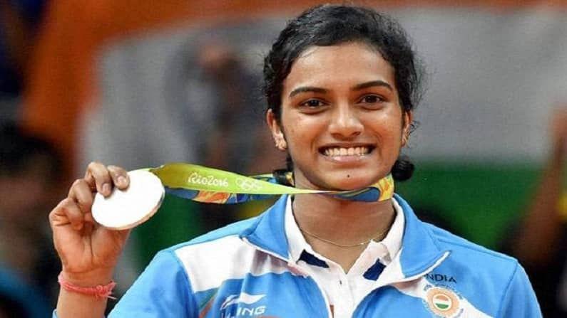 यंदा भारताला कांस्यपदक मिळवून देणाऱ्या सिंधूने मागच्या वेळी पार पडलेल्या 2016 च्या रियो ऑलिम्पिकमध्ये रौप्य पदक पटकावलं होतं. अंतिम सामन्यात स्पेनच्या कॅरोलिनाकडून पराभव पत्करावा लागल्याने सिंधूचं सुवर्ण पदक हुकलं होतं.