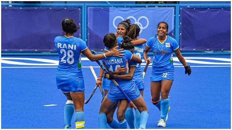 टोक्यो ओलिम्पिकच्या (Tokyo Olympics 2020)  उपांत्य पूर्व फेरीत भारतीय महिला हॉकी संघाने अप्रतिम खेळ दाखवला. इतिहासात पहिल्यांदाच भारतीय महिलांनी  सेमीफायनलमध्ये धडक घेतली आहे. या विजयात सर्व संघाने मोलाचं योगदान दिलं पण काही महिलांनी कमालीचा खेळ दाखवला.