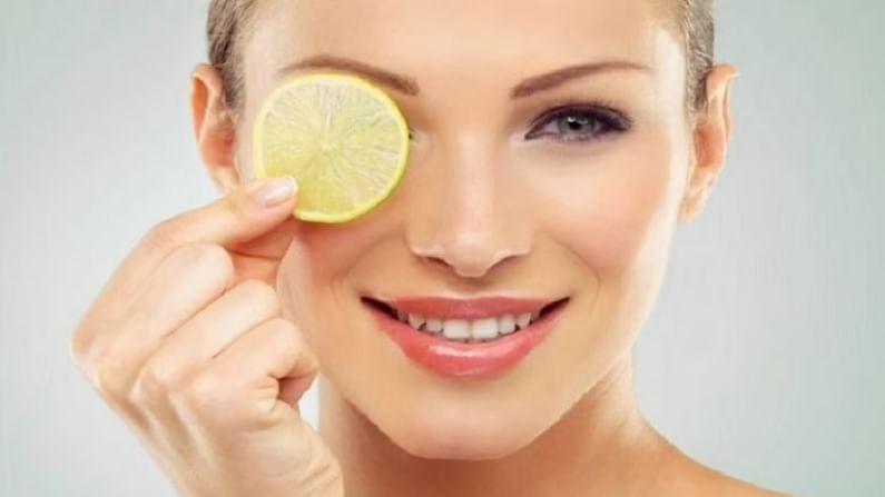 चेहरा स्वच्छ करण्यासाठी आपल्या हातांवर थोडे तेल घ्या आणि ते चेहऱ्यावर लावा आणि हातांनी मालिश करा. सुमारे 5 मिनिटे चेहऱ्यावर हलक्या हाताने मालिक करा. यानंतर, चेहरा स्वच्छ आणि उबदार करण्यासाठी क्लींजिंग ऑइल लावल्यानंतर वाफ घ्या. यामुळे मृत त्वचा जाण्यास मदत होईल.