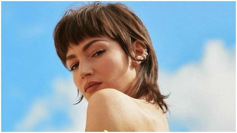 उर्सुला एक स्पॅनिश अभिनेत्री आणि मॉडेल आहे. उर्सुलानं 2002 मध्ये करिअरला सुरुवात केली. तिनं अनेक टीव्ही शो आणि चित्रपटांमध्ये काम केलं आहे, मात्र तिला सर्वाधिक लोकप्रियता मनी हाईस्ट या शोमधून मिळाली.