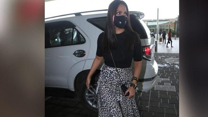 लारा दत्ताही चित्रपटाच्या टीमसोबत दिल्लीला रवाना झाली.