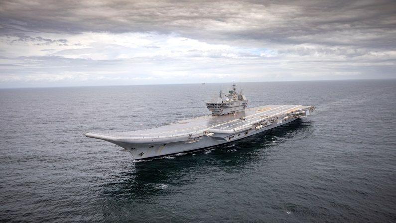 कोणत्याही देशासाठी विमानवाहू युद्धनौका महत्वाची भूमिका बजावतात. अशाप्रकारच्या युद्धनौका या तरंगत्या बेटांसारख्या असतात. युद्धाच्यावेळी ऐन महासागरात फायटर जेट्स आणि हेलिकॉप्टरला टेकऑफ आणि लॅन्डिंगसाठी विमानवाहू युद्धनौका जागा उपलब्ध करून देतात. त्यामुळे शत्रूवर हवाई प्रहार करणं सहज शक्य होतं.