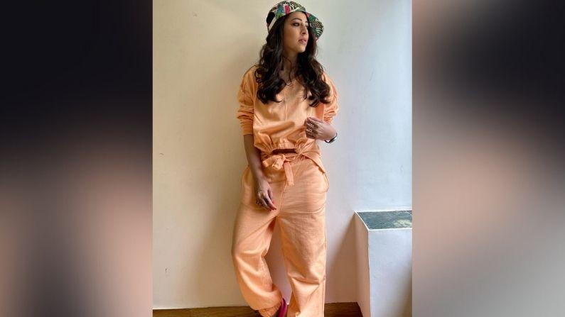 तेजस्विनी अभिनय आणि सौंदर्यासोबतच तिच्या फॅशन ब्रॅन्डमुळेसुद्धा चर्चेत असते. 'तेजाज्ञा'या ब्रॅन्डचा चांगलाच दबदबा पाहायला मिळतो. या ब्रॅन्डचे एकापेक्षा एक कपडे सध्या ट्रेंडमध्ये आहेत.