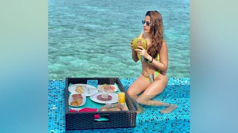 सुरभीनं तिच्या मालदीव ट्रीपचे काही फोटो इन्स्टाग्राम अकाऊंटवर शेअर केले आहेत, ज्यात ती अतिशय बोल्ड स्टाईलमध्ये दिसत आहे.