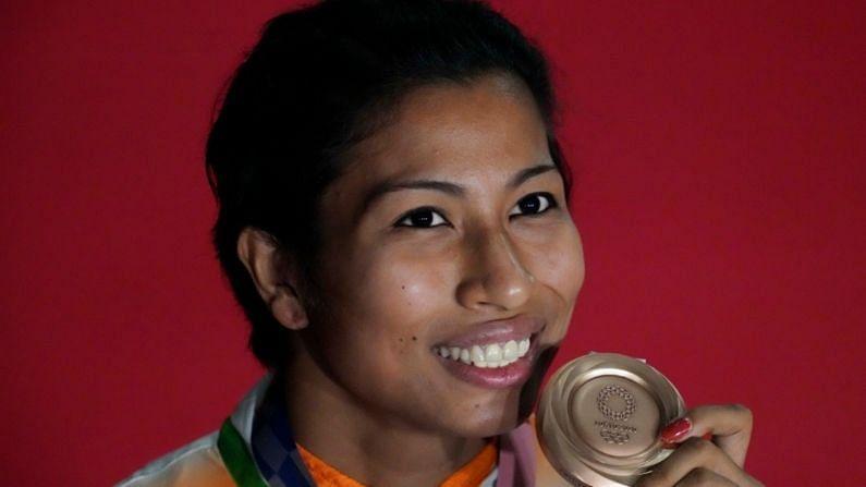 टोकिओ ऑलिंपिकमध्ये भारतीय महिला बॉक्सर लवलीना बोरगोहेनने देखील भारताची मान अभिमानाने उंचावली. तिने 69 किलोग्रॅम वर्गात वेल्टर वेट केटेगरीत कांस्य पदक जिंकलं. लवलीनाने आपल्या पहिल्याच ऑलिंपिकमध्ये मेडल जिंकून इतिहास रचलाय. ती ऑलिंपिकमध्ये मेडल जिंकणारी तिसरी भारतीय बॉक्सर ठरलीय. तिच्या आधी 2008 मध्ये विजेंदर सिंह आणि 2012 मध्ये मेरी कॉमने पदक जिंकलं होतं.
