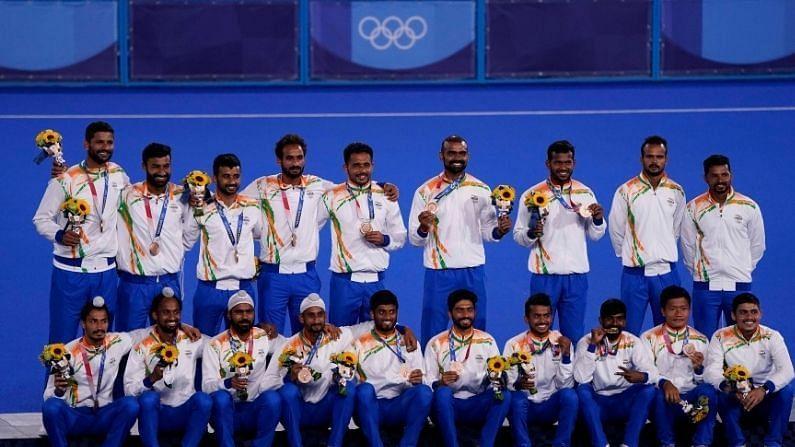 भारतीय पुरुष हॉकी टीमने टोकिओ ऑलिंपिकमध्ये यंदा जोरदार कामगिरी केली. त्यांनी जर्मनीचा 5-4 ने पराभव करत कांस्य पदकावर भारताचं नाव कोरलं. हे भारताचं हॉकीतील 41 वर्षांनंतरचं ऑलिंपिक मेडल आहे. तसेच या खेळातील एकूण 12 वं पदक आहे.
