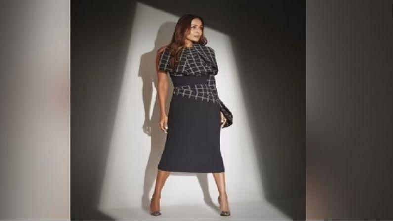 जर मलायकाच्या या ड्रेसबद्दल बोलायचे झाले तर या ड्रेसची किंमत 72 हजार रुपये आहे. मलायकाच्या स्टायलिस्ट मेनका हरिसिंघानीने तिच्या इन्स्टाग्राम अकाऊंटवर तिचे हे फोटो शेअर केले आहेत.
