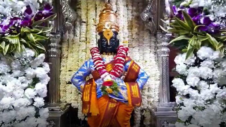 विठुरायाचे आजचे गोजिरे रुप अधिकच खुलून दिसत आहे. भक्तांना थेट मंदिरात दर्शनाची परवानगी नसली तरी ऑनलाईन दर्शनाची व्यवस्था मंदिर प्रशासनाने केली आहे. श्रावण महिना हा हिंदू पंचांगानुसार आणि भारतीय सौर दिनदर्शिकेनुसार वर्षातला पाचवा महिना आहे. या महिन्याच्या पौर्णिमेला चंद्र श्रवण नक्षत्रात असतो, त्यावरुन या महिन्याला श्रावण असे नाव मिळाले आहे. श्रावण महिना म्हटलं की निर्मळ वातावरण, पवित्र महिना
