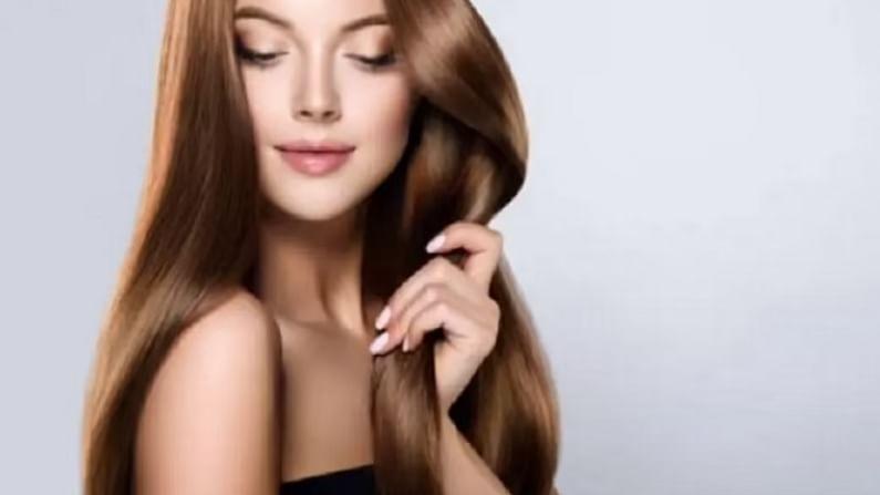 केसांमधून अतिरिक्त तेल काढण्यासाठी, 2 टोमॅटोचा रस आणि 1 चमचे मुलतानी माती मिसळा. ही पेस्ट केसांच्या टाळूवर लावा आणि सुमारे 20 ते 30 मिनिटांनी पाण्याने धुवा. पेरूची पाने केसांसाठी फायदेशीर असतात. जर तुम्हाला केसांमधून अतिरिक्त तेल काढायचे असेल तर तुम्ही पेरूची पाने वापरू शकता.