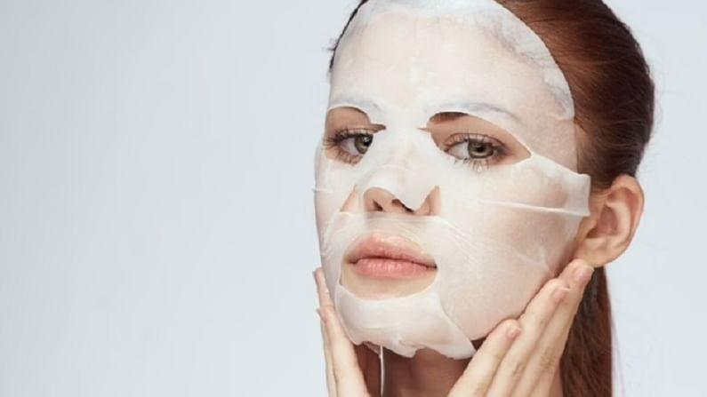 प्रत्येकाला सुंदर आणि चमकदार त्वचा हवी असते. त्वचा तरुण आणि सुंदर दिसण्यासाठी महिला अनेक मार्ग अवलंबतात. चेहऱ्याच्या फेशियलपासून ते क्लीन अपपर्यंत हजारो रुपये खर्च करतात. जर काही कारणास्तव वेळ उपलब्ध नसेल, तर घरगुती उपचार केले जातात. पावसाळ्यामध्ये लोक चिकट त्वचेने त्रस्त असतात. त्वचा हायड्रेटेड ठेवण्यासाठी तुम्ही फेस शीट मास्क वापरू शकता.