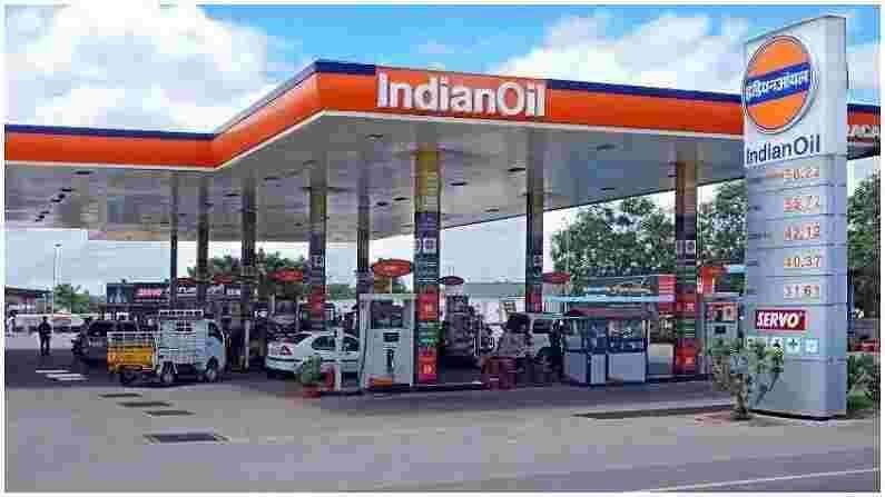सार्वजनिक तेल कंपन्या IOC, BPCL आणि HPCL यांच्याकडे सध्या देशात 77,709 पेट्रोल पंप आहेत. आरबीएमएल(RBML)कडे 1422 पेट्रोल पंप आहेत, नायराकडे 6,152 पेट्रोल पंप आहेत आणि शेलजवळ 270 पेट्रोल पंप आहेत. बीपीने काही वर्षांपूर्वी देशात 3500 पेट्रोल पंप उभारण्याचा परवाना मिळवला होता पण काम सुरू झाले नाही. आता इच्छुक लोक या सर्व कंपन्यांसह पेट्रोल पंप उघडण्यासाठी अर्ज करू शकतात.