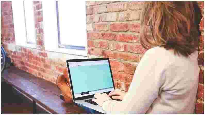 आजच्या काळात बहुतेक लोक दिवसभर संगणकासमोर बसून टायपिंग करत असतात. यामुळे मनगटाच्या नसावर वाईट परिणाम होतो. यामुळे कार्पल टनेल सिंड्रोम होतो. या आजाराचे पहिले लक्षण म्हणजे हात सुन्न होणे. या प्रकरणात, त्वरित डॉक्टरांशी संपर्क साधा.