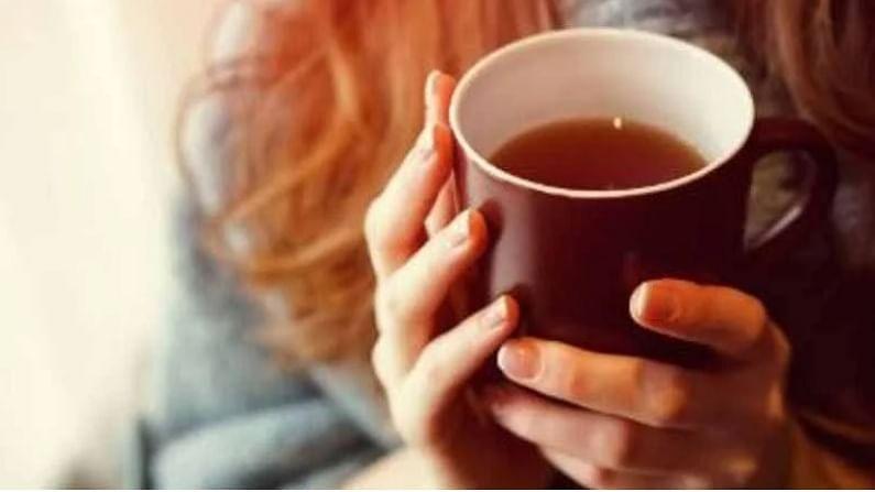 बडीशेप चहा - बडीशेप चहा गॅस, आंबटपणा आणि सूज या समस्या दूर करण्यास मदत करते. यासाठी, एक चमचा बडीशेप बारीक करून 10 मिनिटे पाण्यात उकळवा, कोमट तापमानाला पाणी गरम करा, फिल्टर करा आणि प्या. अधिक मधुर बनवण्यासाठी तुम्ही थोडे मधही घालू शकता.