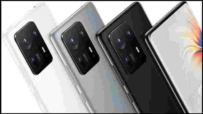 जर आपण या स्मार्टफोनच्या किंमतीबद्दल बोललो तर ते चार स्टोरेज व्हेरिएंटमध्ये सादर करण्यात आले आहे, ज्यामध्ये 8GB रॅम + 128GB स्टोरेज व्हेरिएंटची किंमत CNY 4,999 (सुमारे 57,400 रुपये), 8GB + 256GB मॉडेलची किंमत CNY 5,299 ( 60,800 रुपये), 12GB + 256GB असलेल्या फोनची किंमत CNY 5,799 (66,600 रुपये) आणि 12GB + 512GB असलेल्या टॉप मॉडेलची किंमत CNY 6,299 (72,300 रुपये) आहे. कंपनीने हे सिरेमिक ब्लॅक, सिरेमिक व्हाईट, ऑल-न्यू सिरेमिक ग्रे रंगात लॉन्च केले आहे जे चीनमध्ये 16 ऑगस्टपासून खरेदी केले जाऊ शकते.