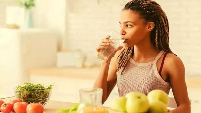 जर आपल्याला आपले शरीर निरोगी ठेवायचे असेल, तर रोगप्रतिकारक शक्ती मजबूत करणे अत्यंत आवश्यक आहे, जेणेकरून ते आपल्या शरीरावर हल्ला करणाऱ्या जीवाणूंशी लढू शकेल. चला तर जाणून घेऊया असे 5 आयुर्वेदिक नियम, ज्याचे पालन केल्याने रोगप्रतिकारक शक्ती वाढते आणि शरीर निरोगी राहते.