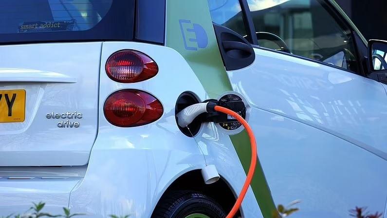 राष्ट्रीय महामार्गावर EV चार्जिंग स्टेशन उभारण्यासाठी भारतातील EV मालकांना मदत होईल, जे बऱ्याचदा लांब पल्ल्याच्या प्रवासासाठी बॅटरीवर चालणाऱ्या कार वापरण्याच्या मर्यादांबद्दल चिंता व्यक्त करतात. सध्या महामार्गावर इलेक्ट्रिक वाहन मालकांच्या गरजा पूर्ण करण्यासाठी खूप कमी ईव्ही चार्जिंग स्टेशन आहेत. राष्ट्रीय महामार्गांवर इलेक्ट्रिक वाहनांसाठी चार्जिंग स्टेशन उभारल्याने देशातील इलेक्ट्रिक वाहन संस्कृतीला चालना मिळण्यास मदत होईल.