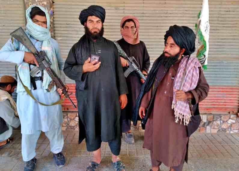 अफगाणिस्तानच्या एका मोठ्या भागावर आता तालिबानचा ताबा आहे. देशातील ग्रामीण आणि डोंगराळ भागात दबा धरुन बसलेलं तालिबान आता अफगाणिस्तानच्या शहरांवरही कब्जा करत आहे.