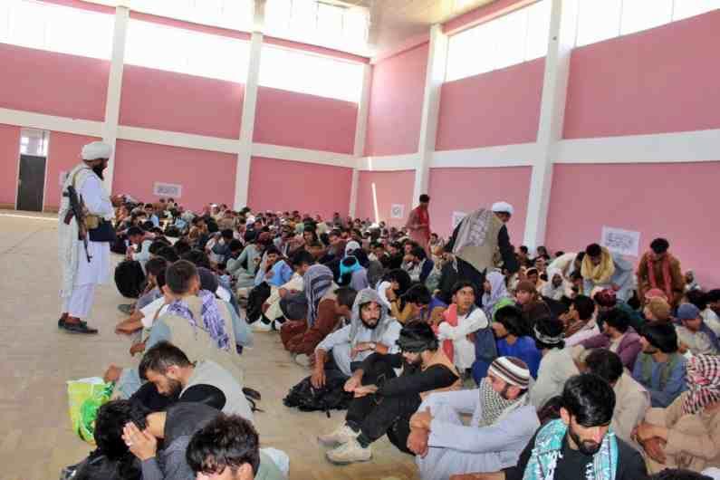 तालिबान्यांना हळूहळू संपूर्ण अफगानिस्तान देश गिळंकृत करायचा आहे.