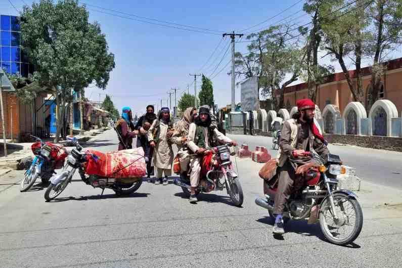 यानंतर अफगाणिस्तानने पाकिस्तान विरोधात निर्बंध लावण्याची मागणी केलीय. पाकिस्तानने मात्र हे आरोप फेटाळले आहेत.