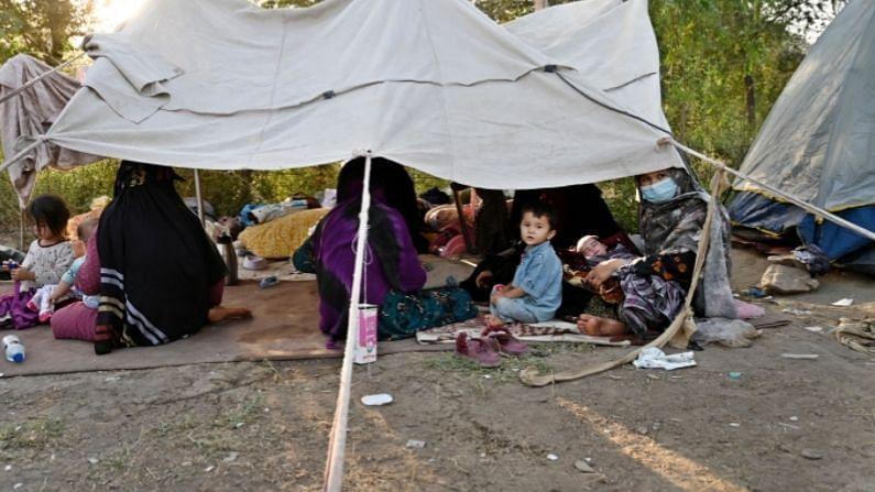दरम्यान 4 दशकं सुरू असलेल्या तालिबान्यांच्या युद्धानंतर परिस्थिती प्रचंड बदलली आहे. सध्या महिलांना विना बुरखा राहणं शक्य नाहीये (Afghanistan Culture Before Taliban). विधवा महिलांचं स्थान तर अगदी धोक्यात आलंय, कारण तालिबान्यांच्या नजरेत विधवा स्त्रीयांना कोणतंही सामाजिक स्थानक नाहीये.