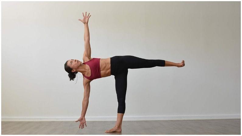 अर्ध चंद्रासन - अर्ध चंद्रासन घोट्या, गुडघे, पाय, उदर आणि पाठीचा कणा मजबूत करते. हे छाती आणि खांद्यासाठी चांगलं करते. हे पचन, संतुलन आणि समन्वय सुधारते आणि तणाव कमी करते.