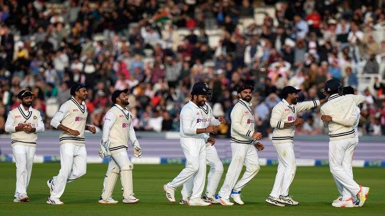 लॉर्ड्सच्या मैदानात भारताच्या गोलंदाजांनी धारदार गोलंदाजी तर केलीच, पण त्यांनी फलंदाजीतही दमदार कामगिरी केली. दुसऱ्या डावात मोहम्मद शमीने 70 चेंडूत नाबाद 56 धावा केल्या. तर जसप्रीतम बुमराहने तळाला येऊन उत्तम साथ दिली.  बुमराहने 64 चेंडूत 34 धावा केल्या. या दोघांनी नवव्या विकेटसाठी 89 धावांची भागीदारी रचली. शमी आणि बुमराह मैदानात आले तेव्हा भारताची धावसंख्या 8 बाद 209 अशी होती. त्यावेळी भारताकडे 182 धावांची आघाडी होती. या दोघांनी 89 धावांची अभेद्य भागादारी रचल्यामुळे इंग्लंडसमोर 272 धावांचं आव्हान उभं राहिलं.
