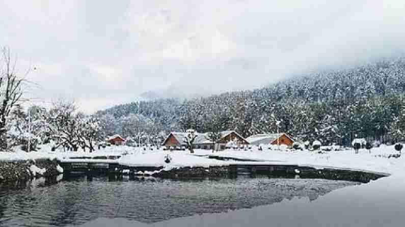 काश्मिरला जाताना तुम्ही एकदा इथे जरूर या. तुम्ही उन्हाळ्यात ट्रेकिंग आणि हिवाळ्यात स्कीइंग आणि स्नोबोर्डिंगसाठी येथे येऊ शकता.