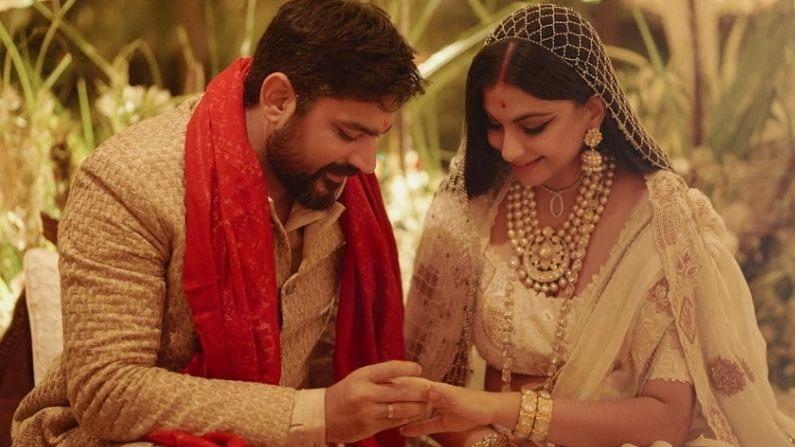 विशेष गोष्ट अशी की, 2013 मध्ये रिया आणि करण लग्न करणार असल्याच्या बातम्या समोर आल्या होत्या. हा तो काळ होता जेव्हा सोनम कपूरचे लग्न झाले नव्हते. मीडिया रिपोर्टनुसार, करणचे आईवडील विशेषतः कपूर कुटुंबाला भेटण्यासाठी दिल्लीहून मुंबईला आले होते, एवढेच नव्हे तर डिसेंबर 2013मध्ये दोघेही लग्न करणार होते. पण काही वैयक्तिक कारणांमुळे दोघांचेही त्यावेळी लग्न होऊ शकले नाही.