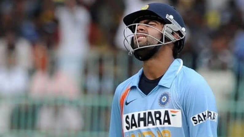 भारतीय क्रिकेट संघाचा  कर्णधार विराट कोहली (Virat Kohli) ज्याला लाडाने 'किंग कोहली' म्हटलं जातं, त्याने आजच्याच दिवशी आंतरराष्ट्रीय क्रिकेटमध्ये 13 वर्षांपूर्वी पदार्पण केलं होतं. 18 क्रमांकाची जर्सी घालणाऱ्या विराटने 18 ऑगस्ट, 2008 रोजीच 19 वर्षाच्या वयात श्रीलंका संघाविरुद्ध दांबुला येथे पहिला एकदिवसीय सामना खेळला होता. पहिल्या सामन्यात अवघ्या 12 धावांवर बाद झालेला विराट पुढे जाऊन क्रिकेट जगताचा बेताज बादशाह होईल असे कोणालाच वाटले नसावे...पण हे झाले धावांसह शतकांचा डोंगर उभा करणारा विराट सध्या जगातील अव्वल फलंदाजामध्येही अव्वल आहे.
