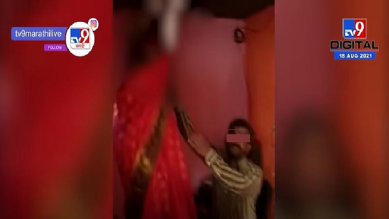 औरंगाबादमध्ये पोलिसाच्या तत्परतेमुळे आत्महत्येचा प्रयत्न करणाऱ्या महिलेचे प्राण वाचवण्यात यश आले. घराचा दरवाजा तोडून पोलिसाने आत्महत्येचा प्रयत्न करत असलेल्या महिलेला थांबवले.