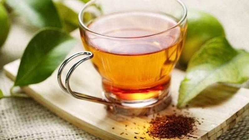 सशक्त अँटी-ऑक्सिडंट आणि दाहक-विरोधी गुणधर्मांसह विविध मसाले हर्बल चहा किंवा तुळस, दालचिनी, काळी मिरीपासून बनवलेल्या कढ्याच्या स्वरूपात वापरता येतात. चवीसाठी तुम्ही गूळ किंवा लिंबाचा रस घालू शकता. यामुळे आपली रोगप्रतिकारक शक्ती वाढण्यास मदत होते.