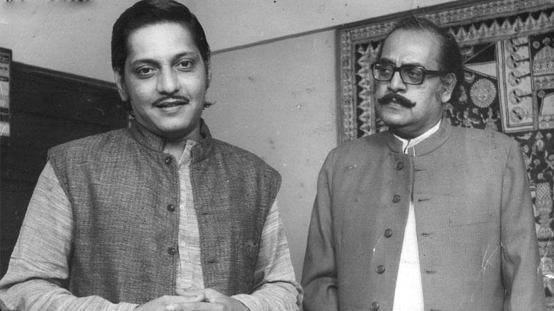 1940 मध्ये, उत्पल दत्त इंग्रजी रंगमंचात सामील झाला आणि त्यांनी अभिनय क्षेत्रात पदार्पण केले. यावेळी त्यांनी इंग्रजी तसेच बंगाली नाटकांमध्ये अभिनय करण्यास सुरुवात केली. नाटकांचे दिग्दर्शन आणि लेखन करण्याचे कामही त्यांनी केले. बंगालचे राजकारण त्यांच्या अनेक नाटकांमध्ये दिसले, ज्यामुळे खूप वादही झाले.
