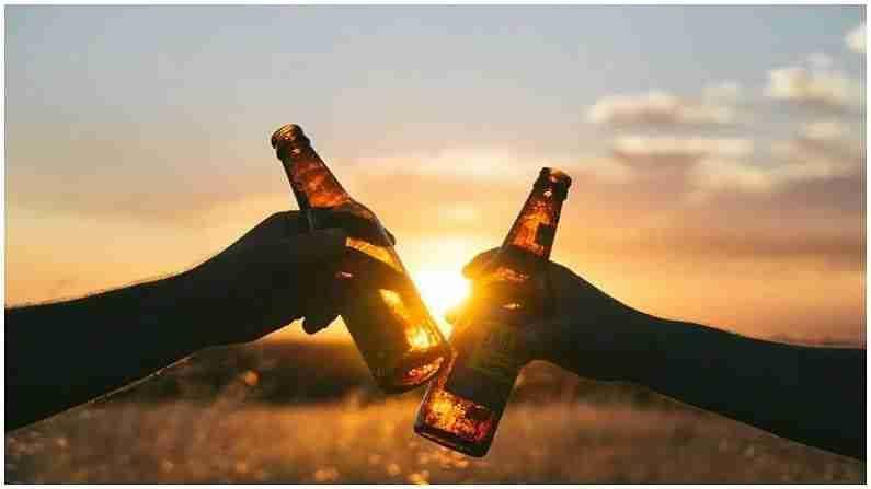 बार्लीला संस्कृतमध्ये 'यव' म्हणतात. म्हणूनच असे म्हटले जाते की बिअरचे हिंदी नाव 'यवसुरा' आहे. बीयरला भारतीय उपखंडात अब-बार्ली म्हणूनही ओळखले जाते. बिअर हा सर्वात पौष्टिक अल्कोहोल मानला जातो. त्यात जीवनसत्त्वे, प्रथिने आणि खनिजांचे मिश्रण असते.